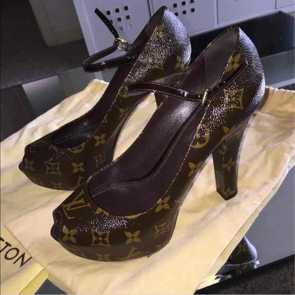 07a82e415e5 Louis Vuitton Shoes - Authentic Louis Vuitton Pumps. 7 1 2